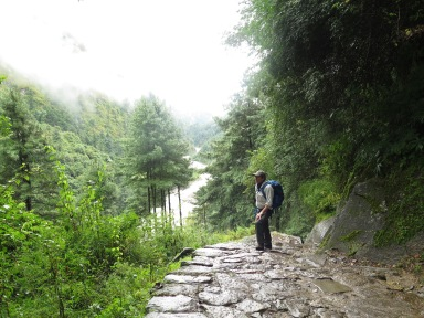 DAmp stone trail outside of Phakding on the way to Namche Bazaar